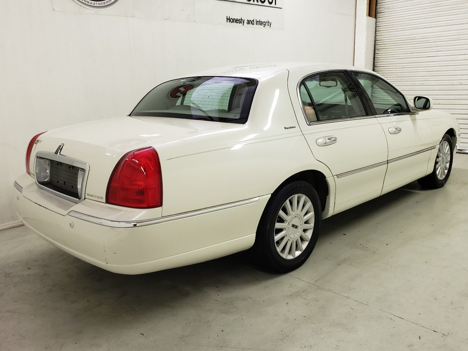 Pre Owned 2005 Lincoln Town Car Signature 4dr In Jackson Ms Rim